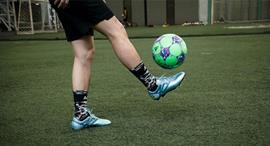 Giày bóng đá sân cỏ nhân tạo - 4 lưu ý khi chọn lựa