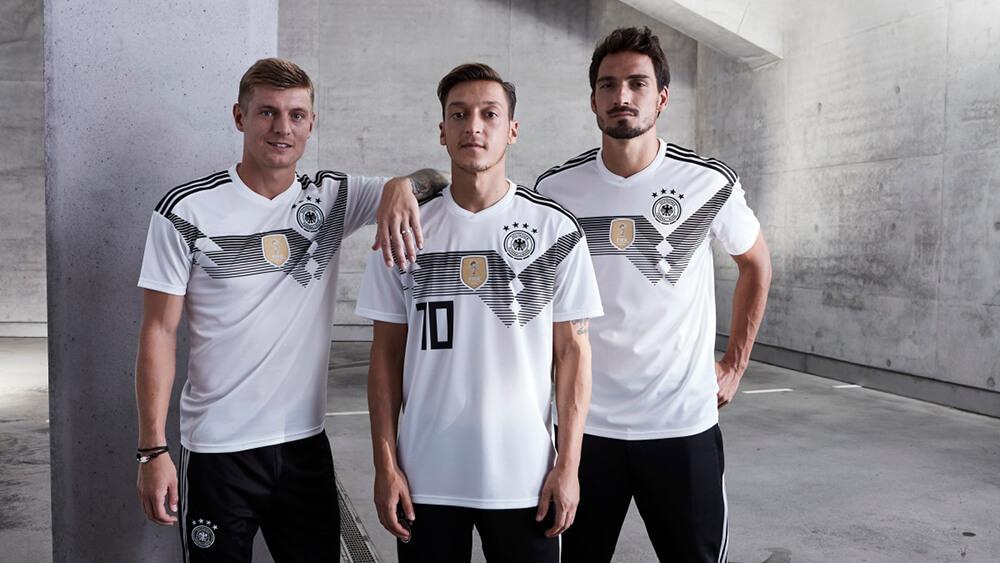 """Áo Đức world cup liệu có mang đến sự may mắn cho """"cỗ xe tăng"""""""