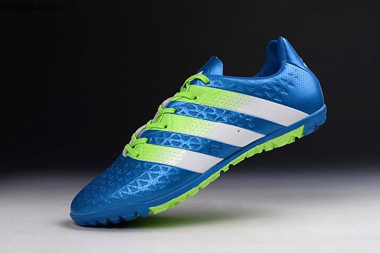 Giày bóng đá hàng Replica