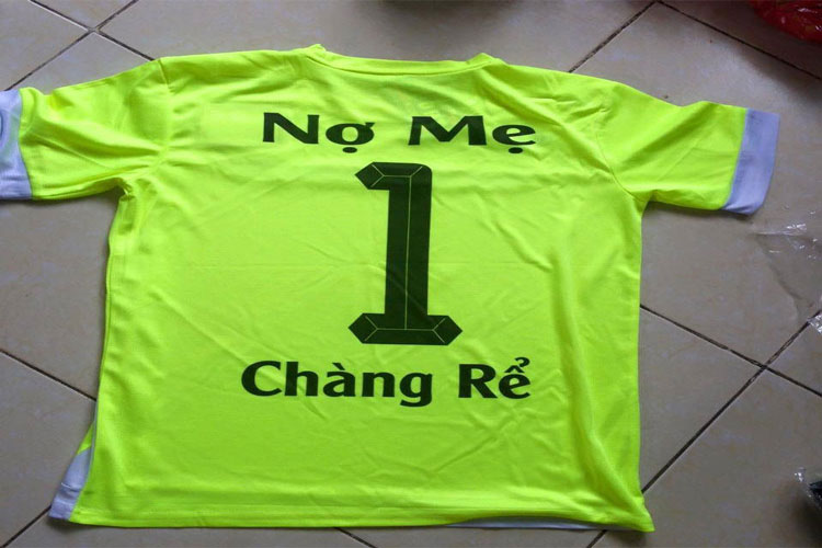 Tên áo bóng đá của những thanh niên FA lâu năm