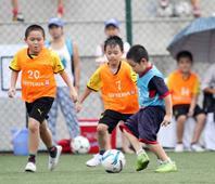 Mua quần áo đá bóng cho trẻ em ở đâu giá rẻ - chất lượng?