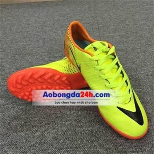 Giày bóng đá CR7 màu vàng