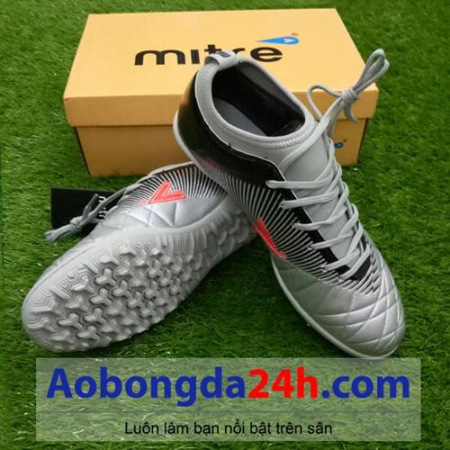 Giày đá bóng Mitre 161110 màu bạc cổ thấp mềm